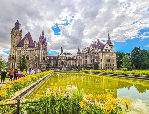 Zamek Moszna od strony parku