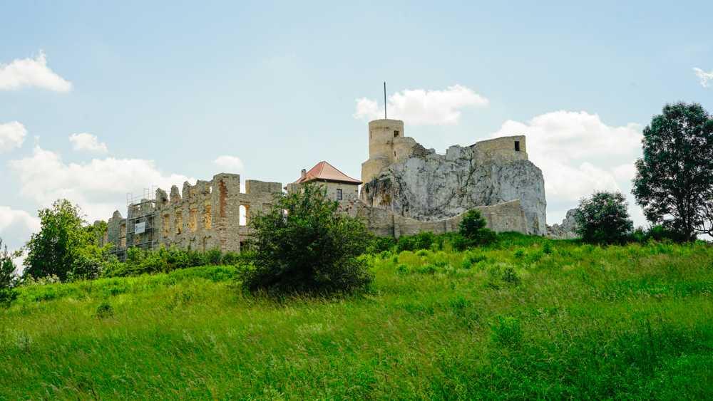 Zamek w Rabsztynie na wzgórzu
