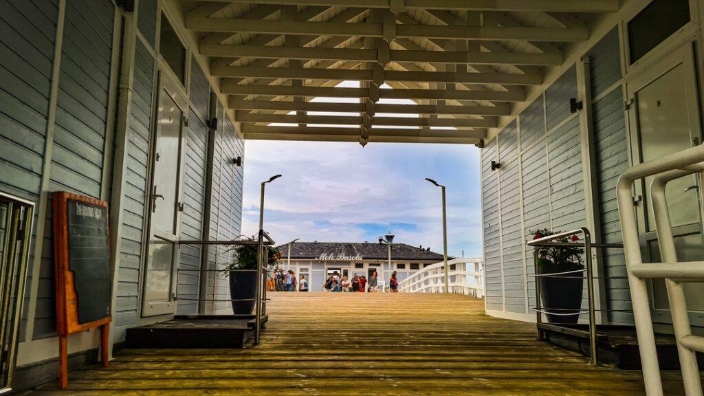 Molo Busola Kawiarnia Drinkbar w Ustroniach Morskich