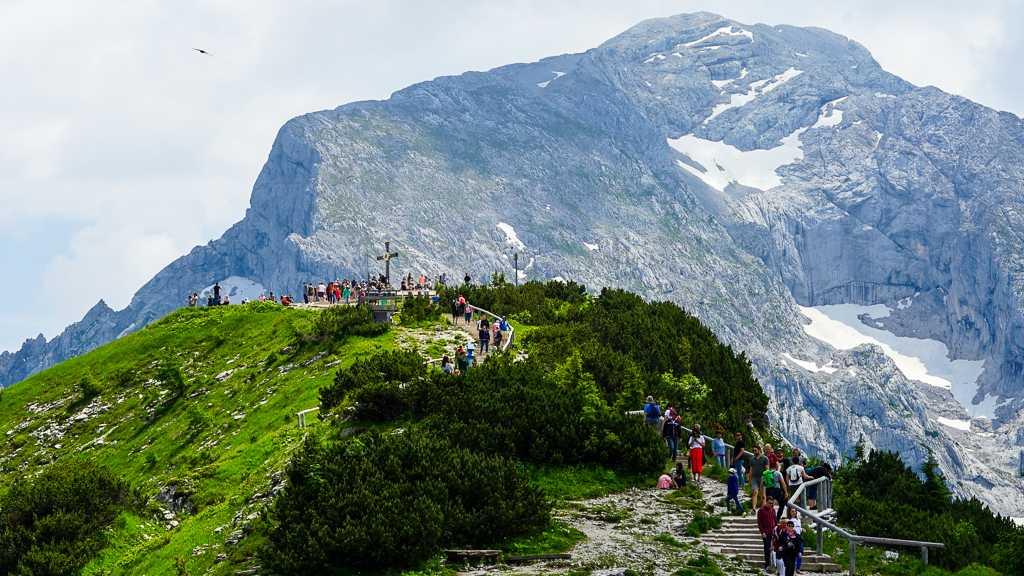 Na samym szczycie Kehlstein, powyżej Herbaciarni stoi krzyż