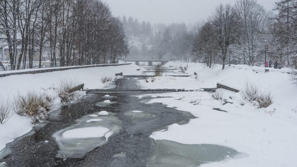 rzeka Wisła w Wiśle zimą
